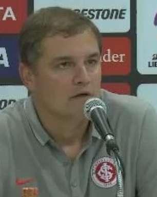 """Aguirre lamenta gol no fim, mas avisa: """"empate foi bom"""""""