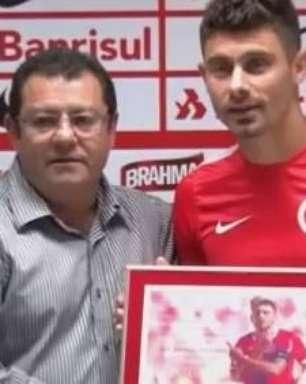 Inter: Alex é homenageado e comenta renovação do time