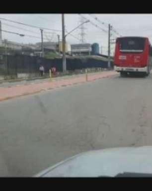 """Ciclovia """"no meio da rua"""" é questionada na zona leste de SP"""