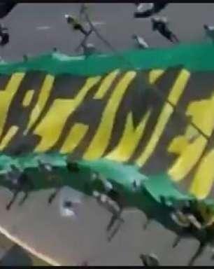 Protesto contra Dilma reúne 300 pessoas em Brasília
