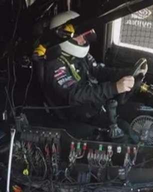 Piloto cego bate recorde dirigindo caminhão a 200 km/h