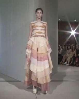 Paula Raia assina coleção de vestidos inspirados na ação do tempo