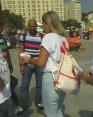 Cruz Vermelha distribui preservativos e repelentes no Rio