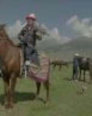 Falcoaria, arremesso de ossos e luta em cavalos: As provas disputadas na 'olimpíada' dos nômades