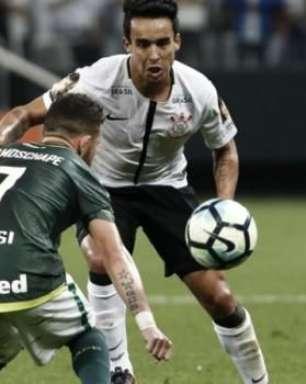 Jô marca, mas Corinthians cede empate para a Chape em Itaquera