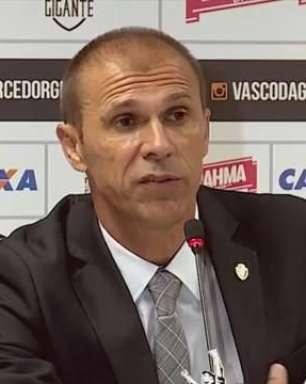 Milton Mendes explica os motivos para não ter escalado Nenê diante do Bahia