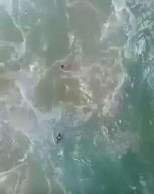 Drone ajuda em resgate de adolescentes em praia na Austrália