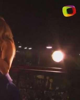"""Daniela Mercury canta """"Groove da Baiana"""" no trio em Salvador"""