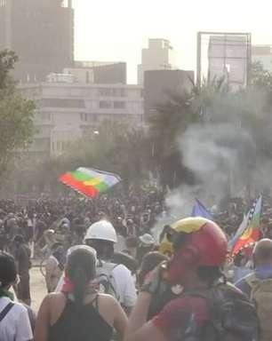 Protesto reúne multidão em Santiago