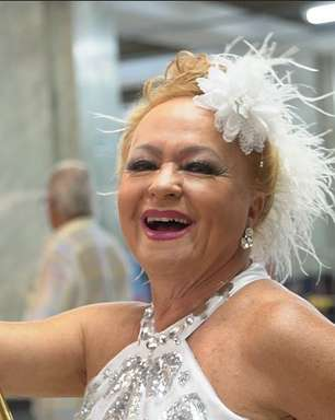Idosos ocupam as ruas com bloco animado de Carnaval