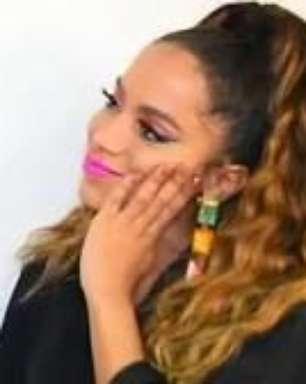 """Anitta: """"Ainda não consegui pegar ninguém, só trabalhei"""""""
