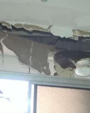 Teto de banheiro do apartamento no Residencial Pazinatto desaba em Cascavel