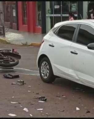 Jovem fica ferido em acidente entre carro e moto em Toledo