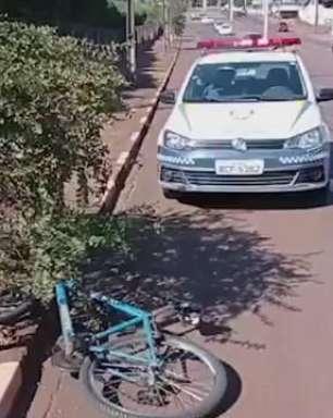 Jovem fica ferido ao cair de bicicleta após sofrer mal súbito