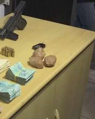 Mais de R$50 mil, drogas e arma são apreendidos pela PM em Cascavel