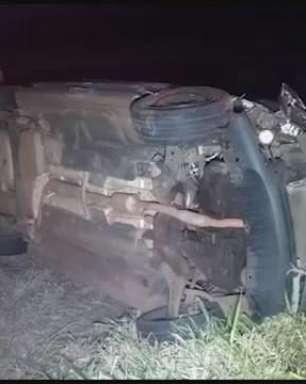Motorista se envolve em batida e capota veículo na BR 277 em Cascavel