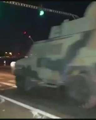 Escolta é realizada para retorno de blindados de simulação de combate