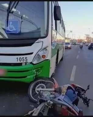 Moto e ônibus do transporte coletivo se envolvem em batida no Bairro Periolo