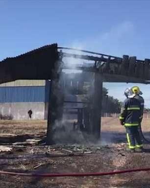 Guarita abandonada é destruída por incêndio na Rua do Cowboy