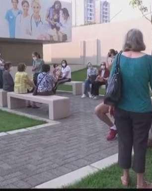 Municípios do Paraná imunizam pessoas em terceira dose contra Covid-19