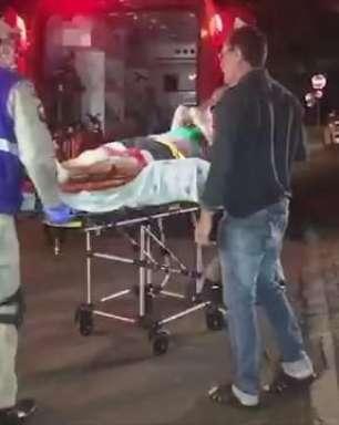 Passageiro de motocicleta sofre fratura em batida entre carro e moto no Floresta