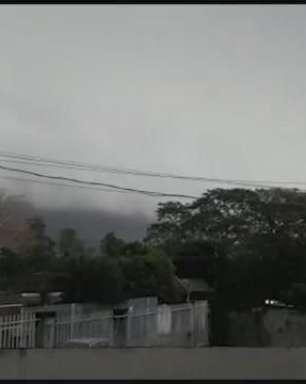 Temporal atinge Foz do Iguaçu e dia vira noite; vídeos