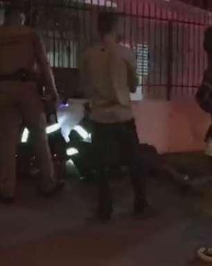 Jovem é socorrido pelo Siate ao ser agredido no Centro de Cascavel