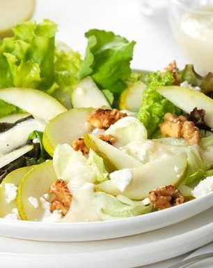 Salada de folhas ao molho pesto