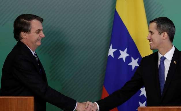 Bolsonaro ataca PT e Psol ao declarar apoio a Guaidó