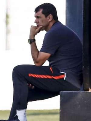 Carille se diz em paz, e pode levar jogadores do Corinthians