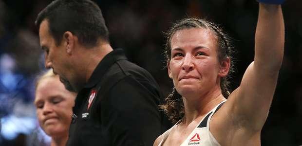 Estrella del UFC Miesha Tate ayuda a niña lesionada en ...