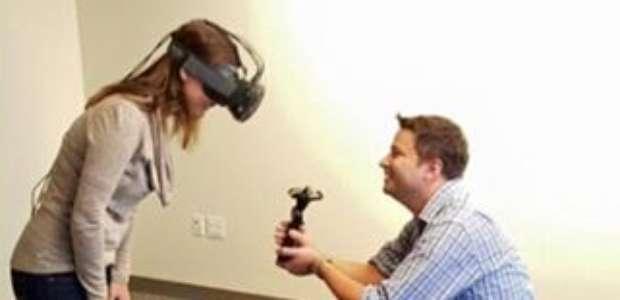 Joven le propone matrimonio a su novia con realidad virtual