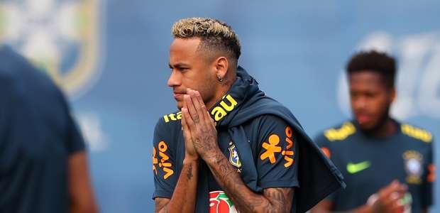 Neymar sente no treino, mas médico garante que não é grave