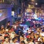 Baile funk na rua atrai milhares e toca até sertanejo