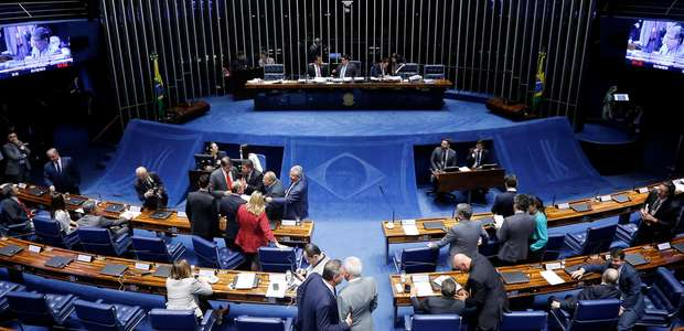 Senado aprova divisão de recursos de megaleilão do petróleo