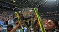 Grêmio segura Atlético, destrói jejum e vira maior campeão