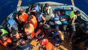 Traficantes cobram para imigrantes respirarem nos barcos