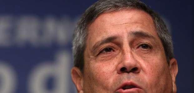 Novo ministro militar antecipa aposentadoria no Exército
