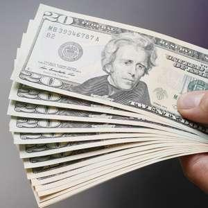 Dólar abre em queda com influência da economia internacional
