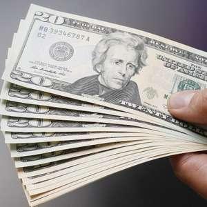 Dólar volta a subir e bate em R$ 3,80 na abertura do dia