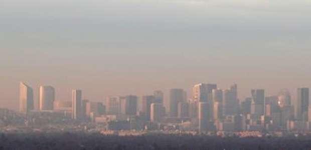 Paris vive 3º dia de restrição de trânsito devido à poluição