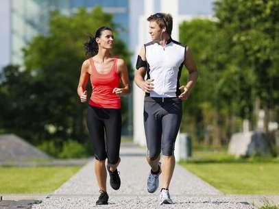 Quem pratica exercícios físicos regularmente reduz em até 50% a chance de desenvolver doenças crônicas, como câncer, diabetes e problemas cardiovasculares Foto: Getty Images