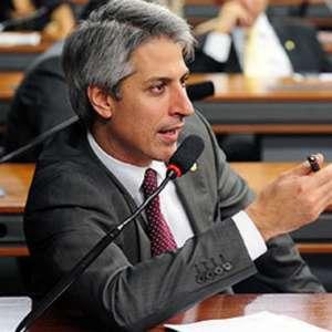 Parlamentares vão ao STF tentar derrubar mudanças de Salles