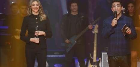 Fernanda Lima usa conjunto de mais de R$ 13 mil no Superstar