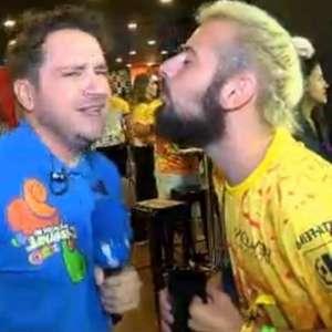 Afastado da Globo, Cartolouco tenta beijar repórter ao vivo