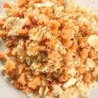 Prepare uma farofa com creme de cebola e proteína de soja