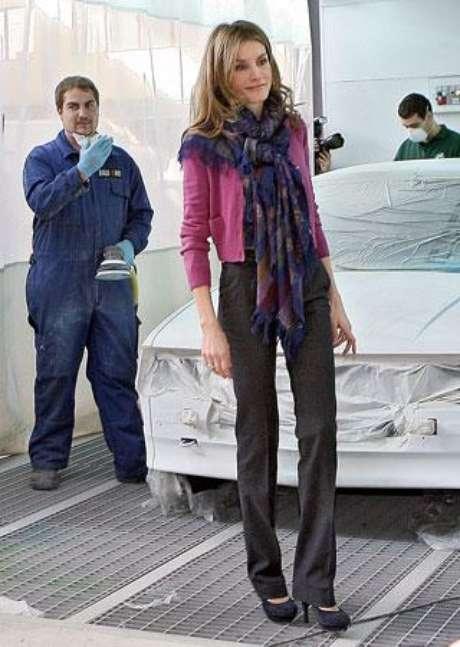 Doña Letizia ha convertido los pañuelos en los complementos perfectos de sus looks.