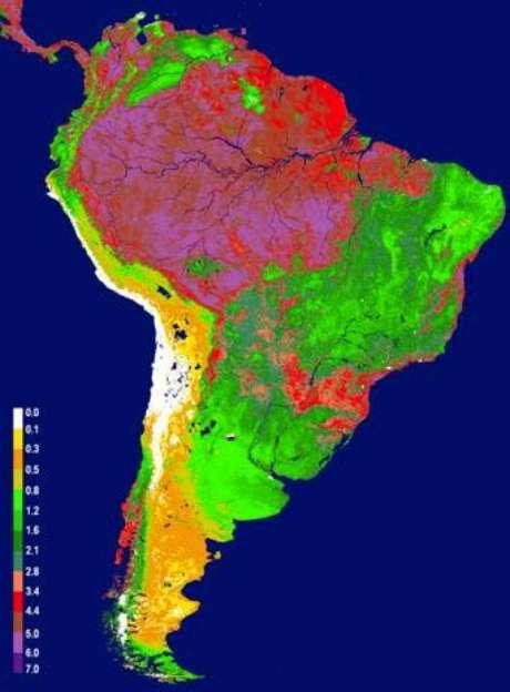 Imágenes tomadas por los satélites de la NASA muestran los patrones medios de frondosidad de la vegetación en Sudamérica: las zonas en rojo y rosa son las más frondosas; las verdes, las que tienen una menor vegetación, y las amarillas, los desiertos costeros.