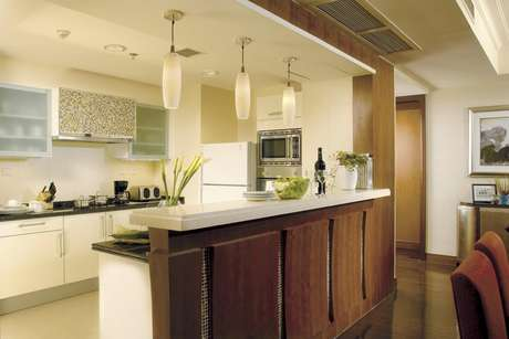 Une ambientes abriendo tu cocina hacia la sala y/o comedor. Una tendencia moderna, limpia y que cada vez atrae más adeptos.