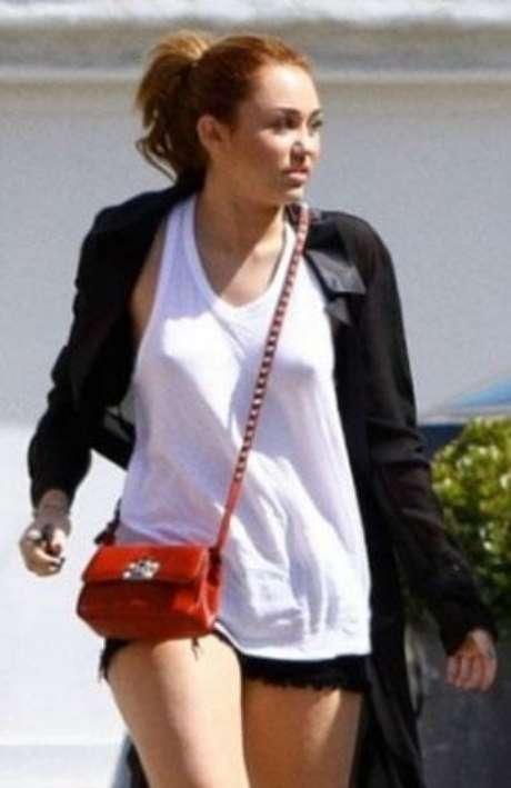 Miley cyrus olvida ponerse una prenda de ropa interior for En la calle sin ropa interior